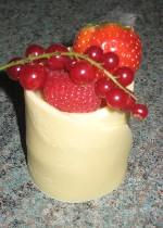 Individual white chocolate heaven with fresh fruits REF CW038